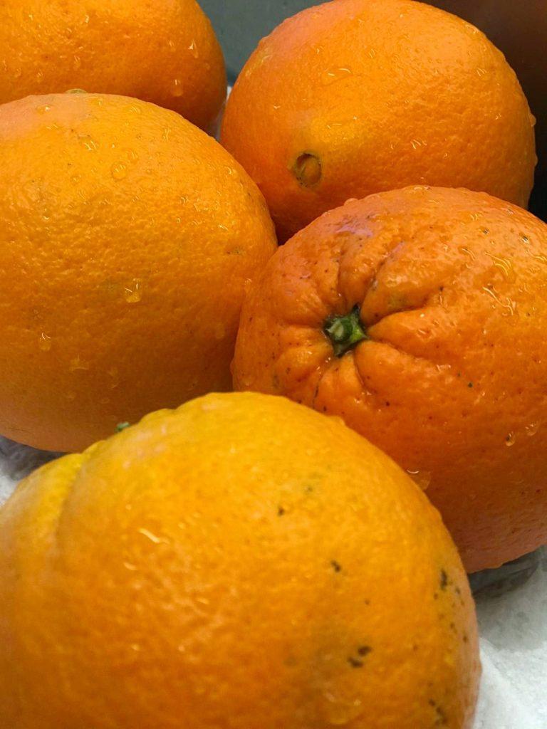 kuorimattomia appelsiineja