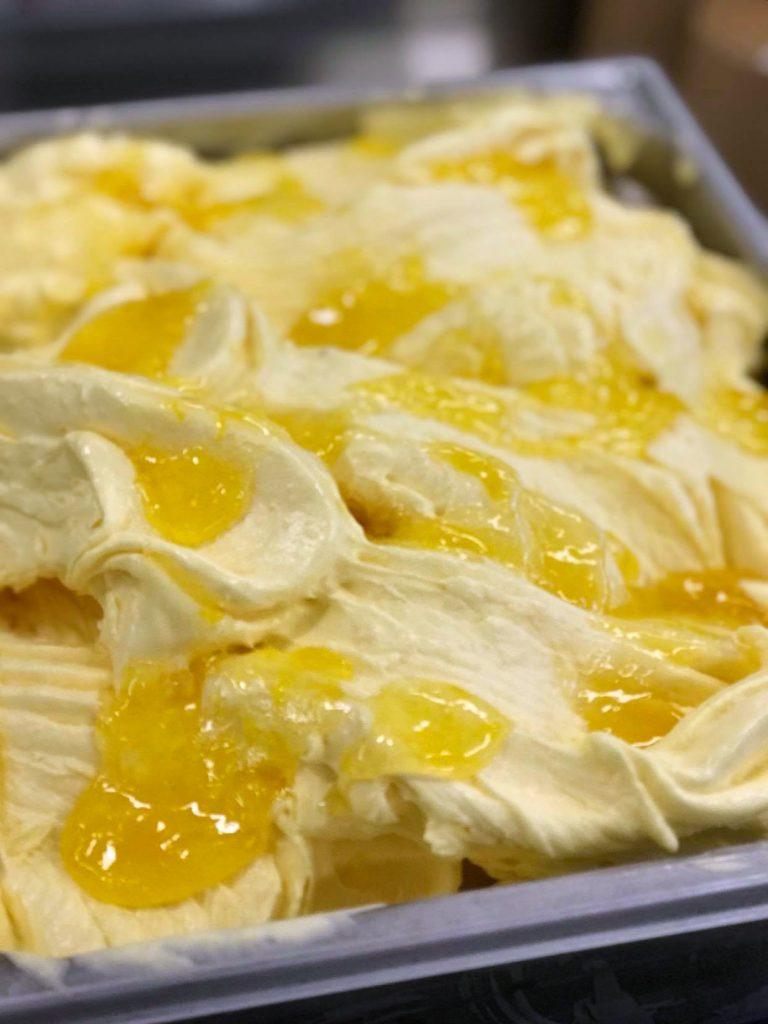 mandariinijäätelö ja appelsiinikastike