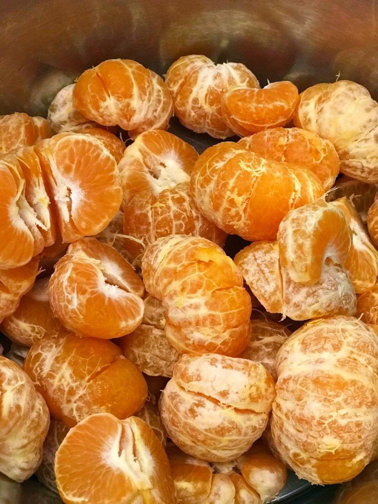 kuorittuja mandariineja